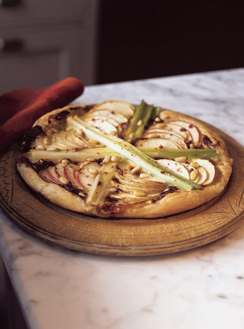 Tarte feuilletée aux poireaux, aux pommes et au camembert Recettes | Ricardo