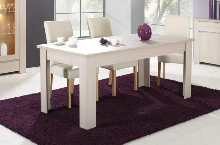 Tisch mit Stühlen lila teppich leder weiß