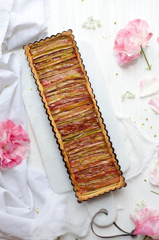 Tart of rhubarb and pistachio