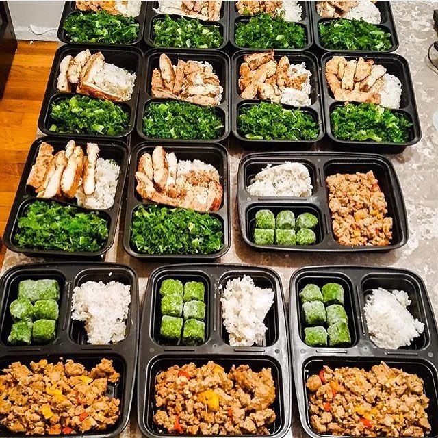 With some variety @foreveryung81 keeps his meal prep uncomplicated by choosing 2 proteins and 2 veggies! He has chicken breast or lean ground turkey for protein and spinach or kale for his veggies and rice for both meals! - You dont have to eat the same thing everyday however the less complicated your prep the more likely youll keep it up! Keep it simple by downloading @mealplanmagic! - ALL-IN-ONE TOOL & GUIDES - Build Custom Plans & Set Nutrition Goals BMR BMI & Max Rate Calculator Lear...