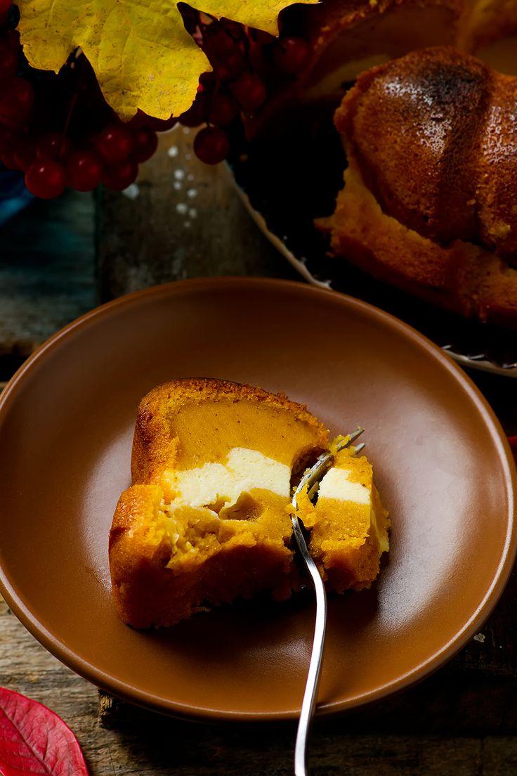 Pumpkin Cream Cheese Bundt Cake.style vintage.selective focus