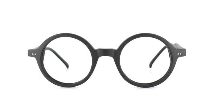 ROUND & ROUND I The essential round frame - suits both men and women. An absolutely amazing look at the forefront of eyewear fashion.