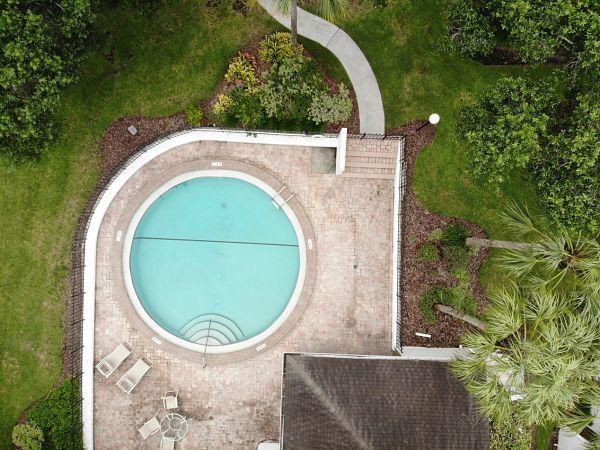 Cinco maneiras de paisagem ao redor piscinas acima do solo   – Killer Kool