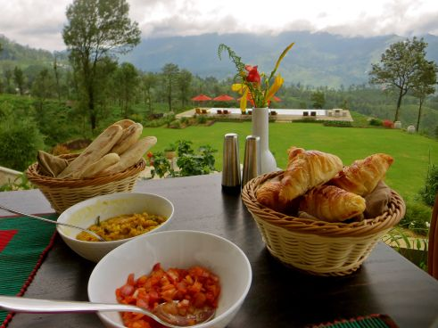 Breakfast with a view, at Madulkelle tea and eco lodge.