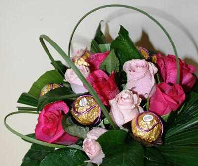 Bloomin Boxes :: Rose and Ferreros Arrangement