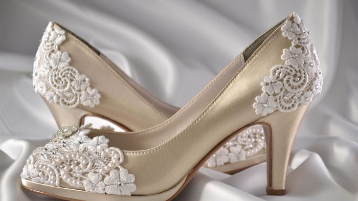Wedding Heels - Ingin Terlihat Tinggi nan Anggun Saat Pernikahan? Pakai Sepatu Ini Dong, Murah Kok!