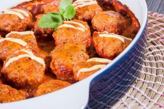 Fırınlanmış patates ve fıstıklı köfte