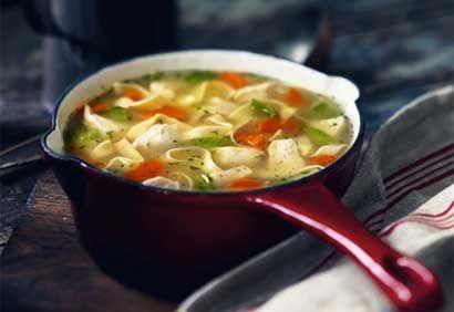 Recette Soupe au poulet et nouilles avec fines herbes et citron - Coup de Pouce