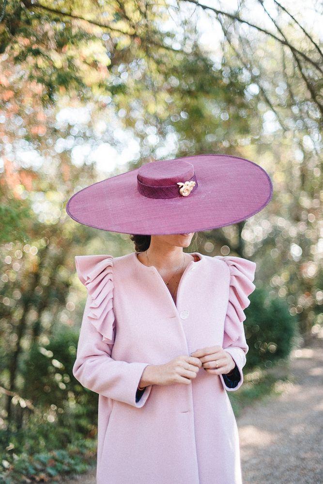 Look invitada de invierno: abrigo rosa