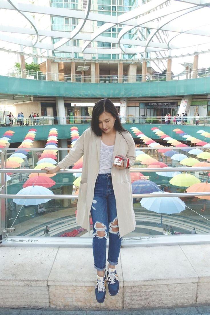 DailyLook.  #dailylook #style #fashion #봄코디 #데일리룩 #여름자켓 #여름코트 #5월코디 #blogger #fashionblog #korea #koreanstyle #koreanfashion #블로거 #패션블로거 #디스트로이드진 #찢어진청바지 #rippedjeans #rollupjeans #롤업진 #distresseddenim #denim