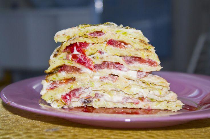 Закусочный кабачковый торт с помидорами