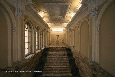 Парадная лестница в Малом Мраморном дворце. 2009.04.12.
