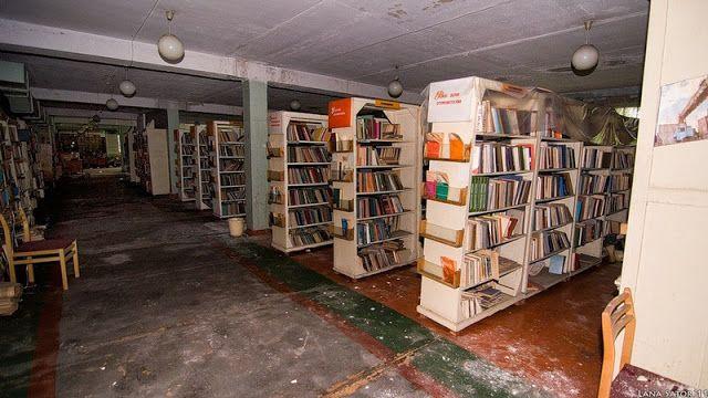 biblioteca abandonada detroit