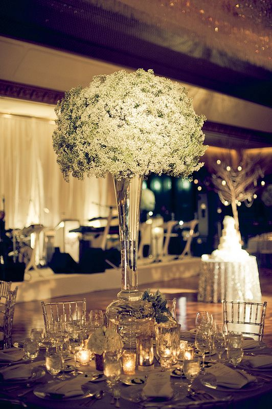 Elegant voluminous centerpiece #weddings #centerpieces #blisschicago