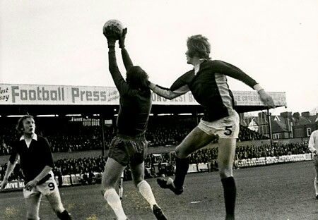 York City 0 Mansfield Town 0 in Nov 1973 at Bootham Cresent. Action from the FA Cup 1st Round.