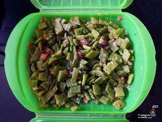 Judías verdes al vapor con jamón o bacon, con un chorrito de aceite y en el estuche de vapor Lekué al microondas. Un plato delicioso en menos de 20 minutos.
