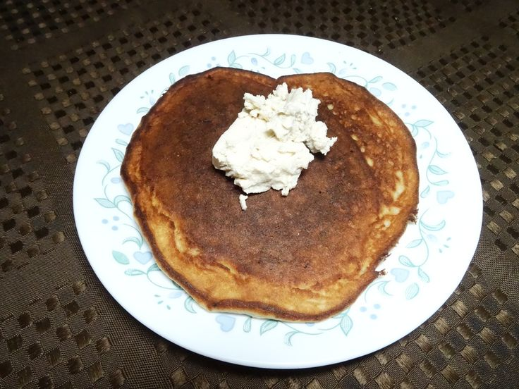 Almond pancake with maple goat cheese - take the sugar out of your morning pancake