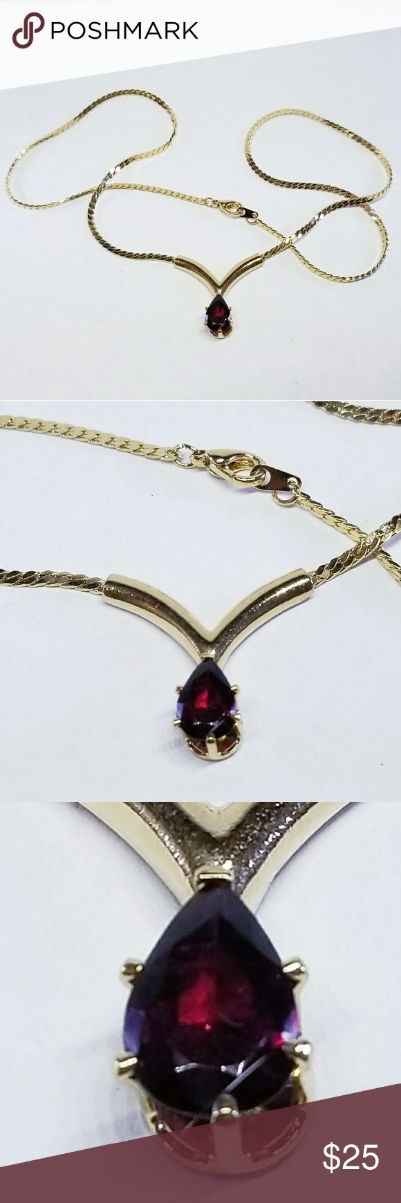 Garnet necklace Beautiful vintage garnet necklace all in one. Its stunning! Jewelry Necklaces