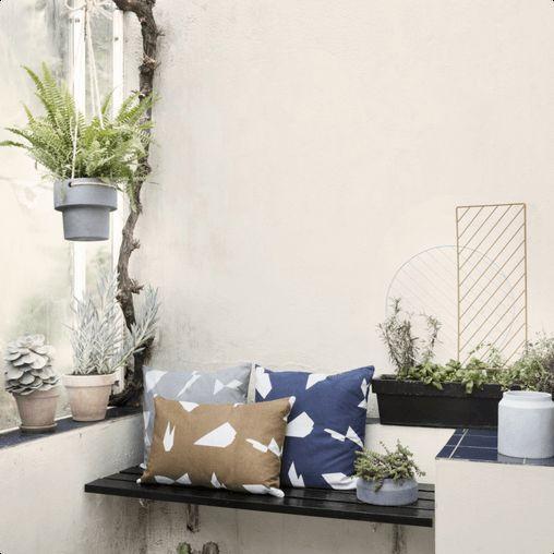 Dekorativ plantevæg fra Ferm Living. En nyfortolkning af de klassiske espalier - brug denne plantevæg i dine krukker, enten indendørs eller udendørs for at give form til planterne.