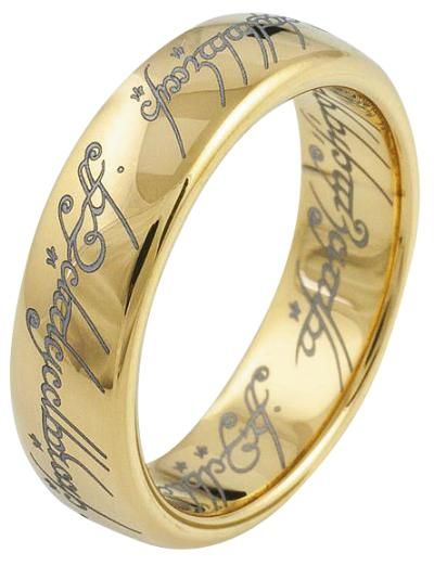Anello in tungsteno placcato oro The Lord Of The Rings - The One Ring con incisione. l.: 8 mm. L'anello verrà consegnato in un cofanetto decorativo.