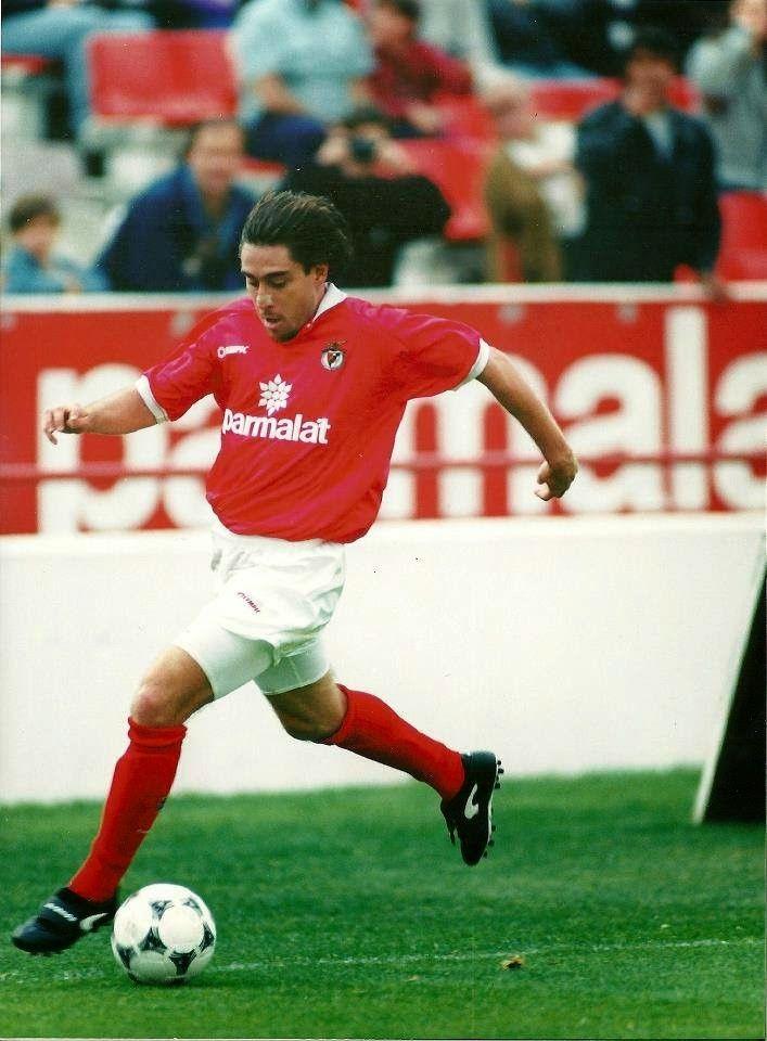 GRANDES NOMES MAURO AIREZ Airez nasceu em Buenos Aires , e chegou ao Gimnasia La Plata aos 18 anos, começou a competir pelos escal...