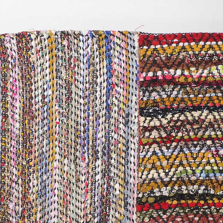 High quality hand loomed rag rug manufactured from recycled cotton.  Colour: Multicolour.  Dimensions: 2300mm x 1600mm