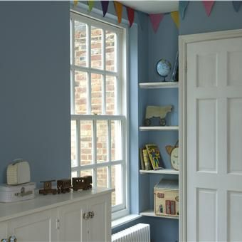 A children's bedroom with walls in Lulworth Blue Estate Emulsion and woodwork in Wimborne White Estate Eggshell - Farrow and Ball