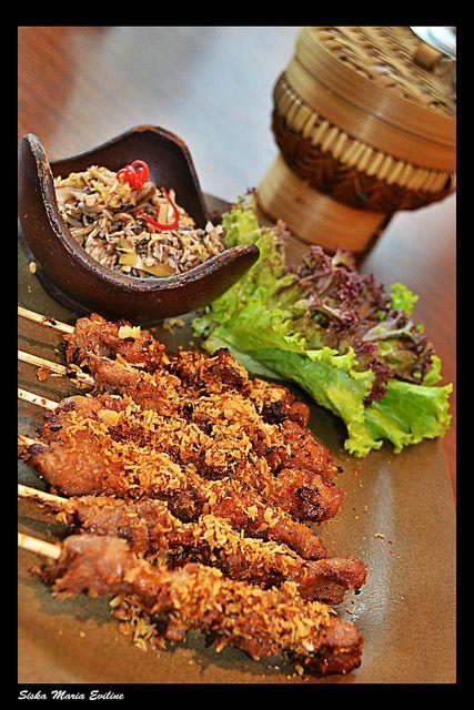 Banten juga mempunyai makanan khas yang berupa sate bebek, paling terkenal ya sate bebek Cibeber