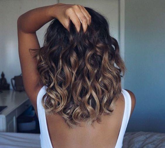 Un balayage ombré sur cheveux ondulés