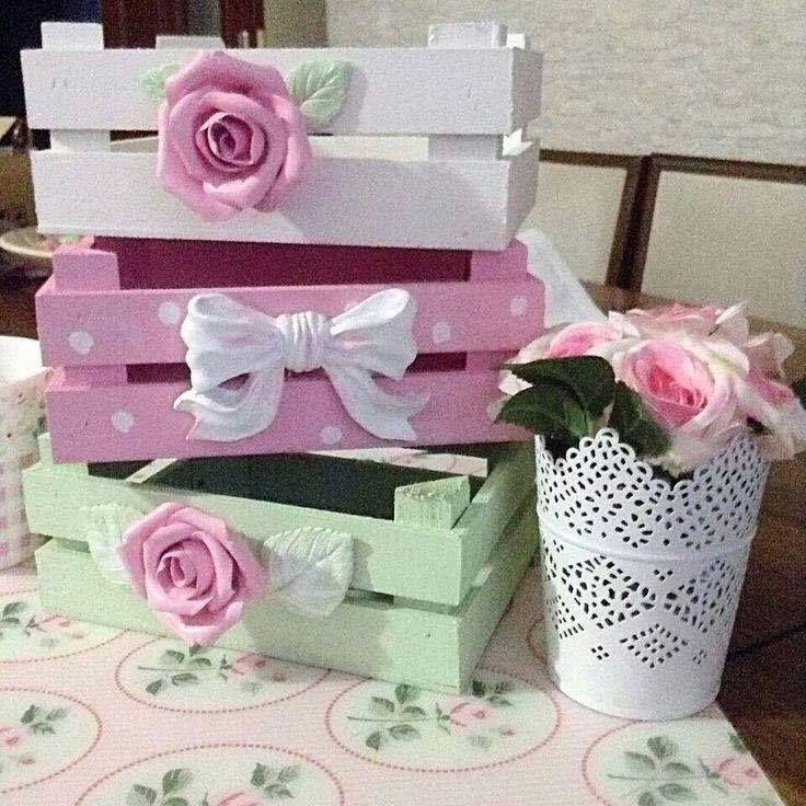 Que faire avec des caisses en bois ? Si vous les garder sans savoir quoi en faire, alors armez-vous d'un pot de peinture. Celles-ci peuvent facilement être transformées en meubles de rangements ou décoratifs. Alors faites votre choix parmi ces 27 idées !