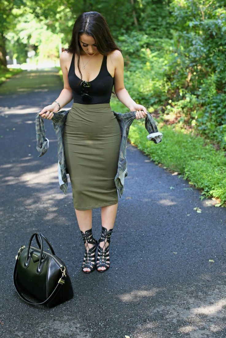 Summer Outfit - Green skirt, black tank, flannel & heels