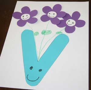 Turn the letter V into a vase with flowers. Part of our alphabet craft series, but also perfect during the spring season.
