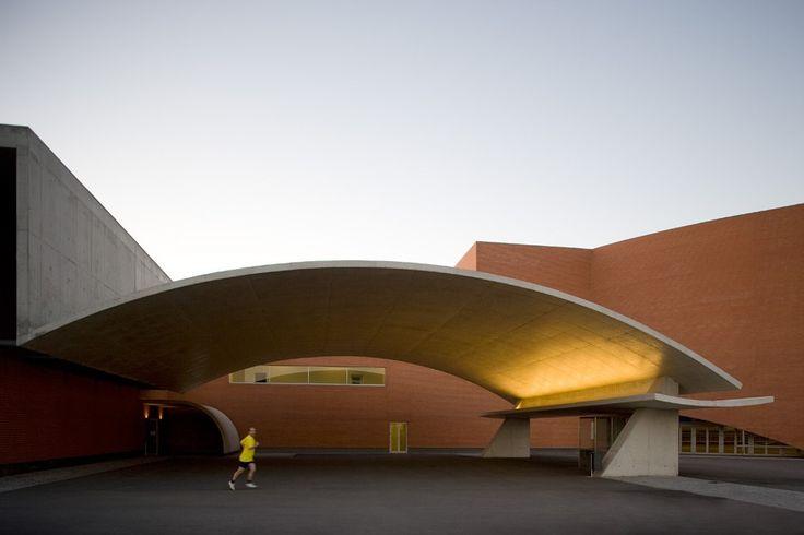 Sports Complex in Gondomar / Alvaro Siza © Fernando GuerraSports Complex, Fernando War, Álvaro Siza, Siza Gondomar, Alvaro Siza, Modern Architecture, Ads Photographers, Design Architecture, Architecture Design