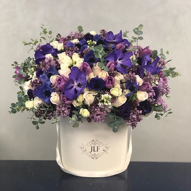 We Are Here To Fill Your World With The Beauty Of Flowers Designerschoice In 2020 Fresh Flower Delivery Table Flower Arrangements Flower Delivery
