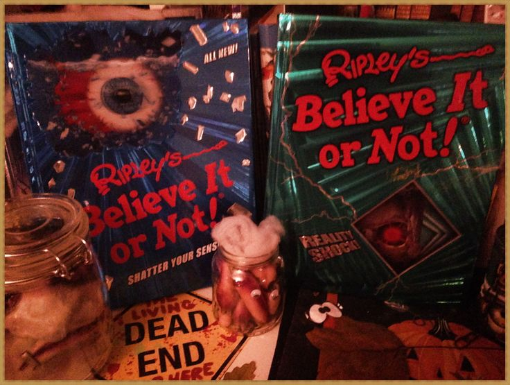 Ripleys Believe it or not ;-) in meiner Halloween Deko. #halloween #believeitornot #ripleys #bücher #books #libros  www.hamburgersafari.de