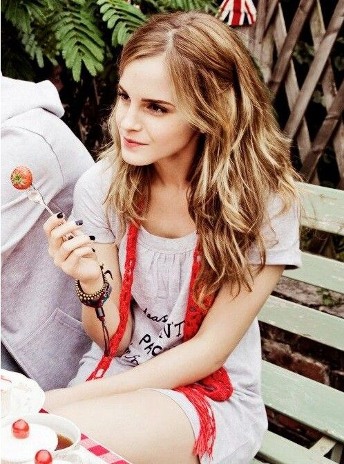 Emma Watson Hairstyles – Trendy Long Hair for Girls