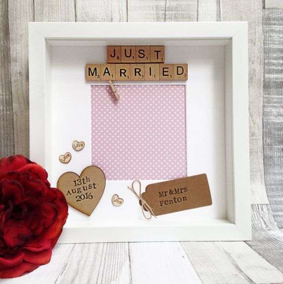 "Wedding gift: personalised scrabble photo frame ""Just Married"""