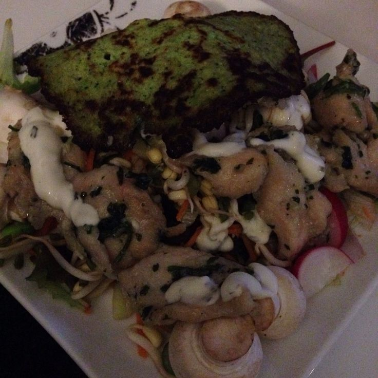 Brokoli/bønne madpandekager low fat , med salat og honning/koriander/hvidløg marineret kylling