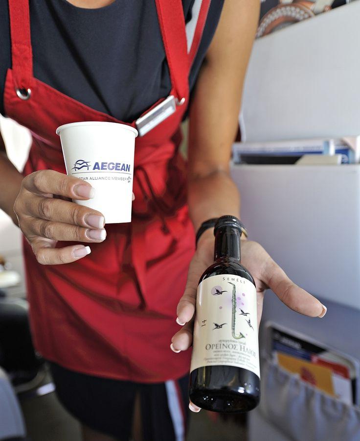 Από τις στιγμές χαλάρωσης που απολαμβάνω σε μία πτήση δοκιμάζοντας ένα πολύ καλό Ελληνικό κρασί