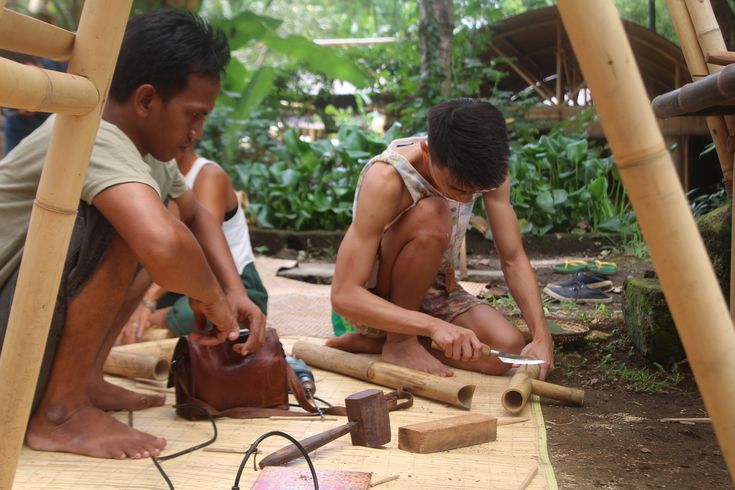 Learning Basic Bamboo Joinery With Indonesian Carpenters | ArchDaily