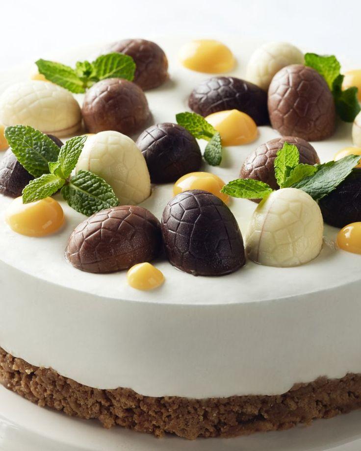 Een echte taart voor met Pasen: een heerlijke plattekaastaart met speculaasbodem en afgewerkt met schattige paaseitjes. Genieten!