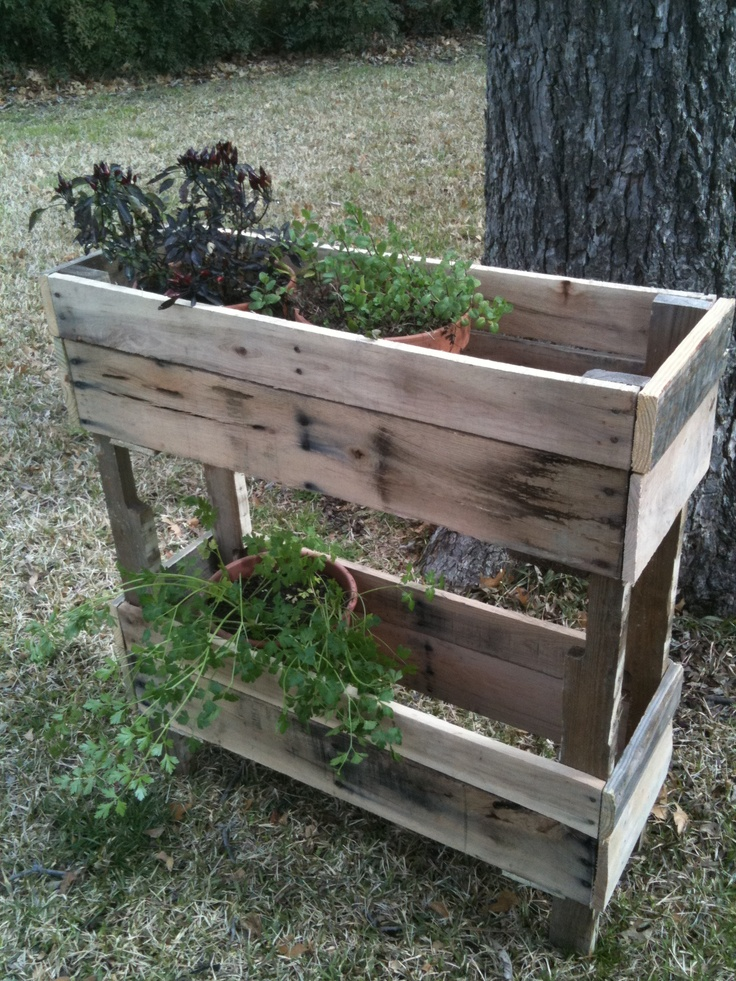 pallet wood herb planter not a bad idea could paint. Black Bedroom Furniture Sets. Home Design Ideas