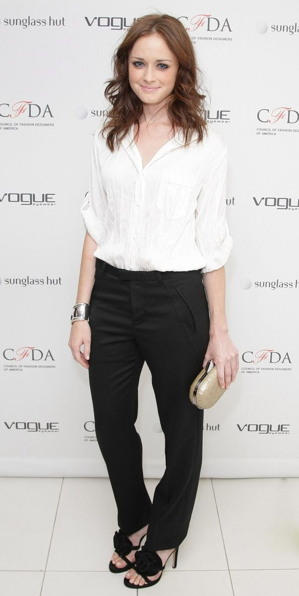 Alexis Bledel....thls mlght be the heroine, but she has scars on her forehead and shoulder from a burn accident when her hair caught on fire when she was home alone cooking.