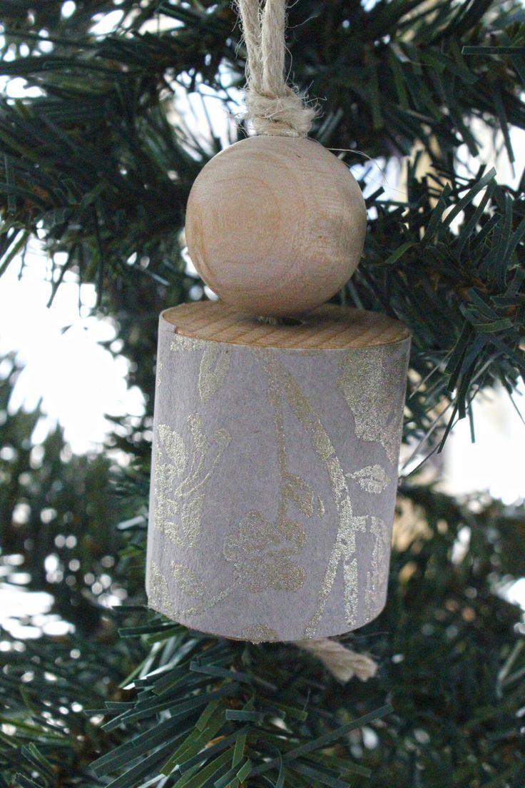 Decorazione per l'albero di Natale in legno naturale e carta da parati grigia con stampa brillante oro. Un Natale nuovo a casa tua! di IlluminoHomeIdeas su Etsy