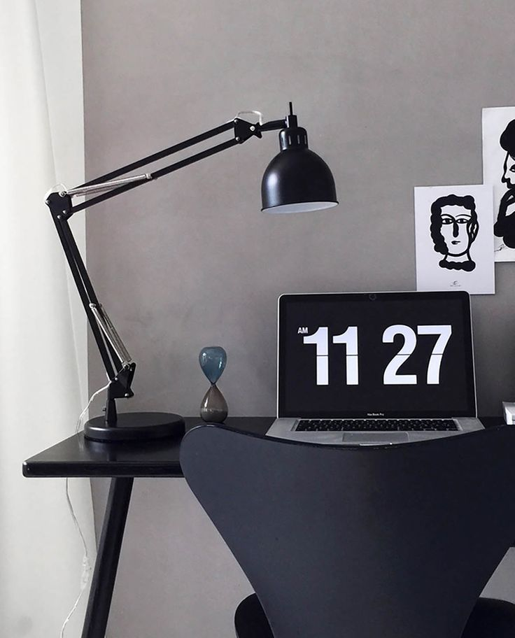 Job fra Frandsen er en klassisk justerbar skrivebordslampe som vil være din beste venn på kontoret.