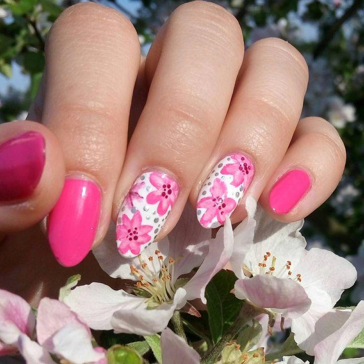 """Jagoda(@paznokcie_jgd) na Instagramie: """"W plenerze 😉💅 . . . . #nailart #flowernails #paznokcie #wplenerze #wiosennepaznokcie #springnails…"""""""