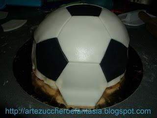 Arte, zucchero e fantasia: Torta pallone da calcio con elefantino del Catania