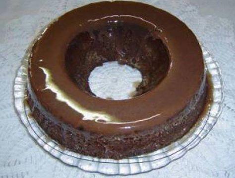 Ingredientes  1 pacote de massa pronta de bolo, sabor chocolate 2 colheres de manteiga ou margarina Qualy 1 lata de leite condensado 2 colheres de achocolatado em pó 1 copo de