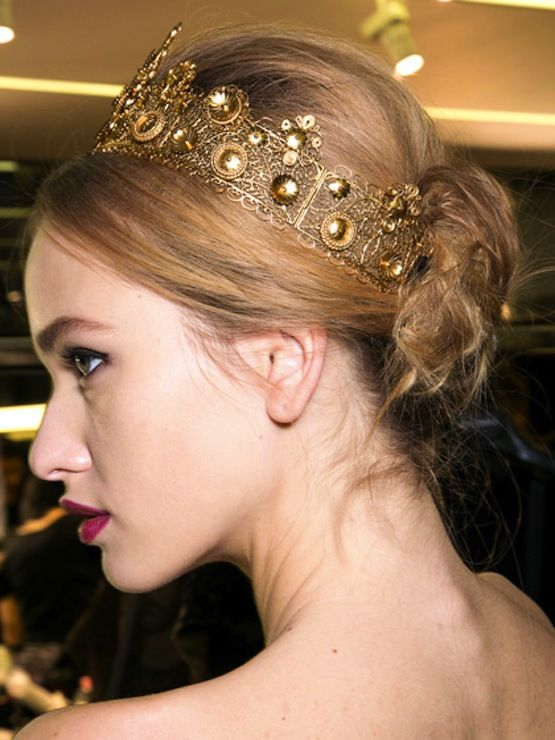 Gorgeous hair accessories  styles: As inspired by CW's Reign