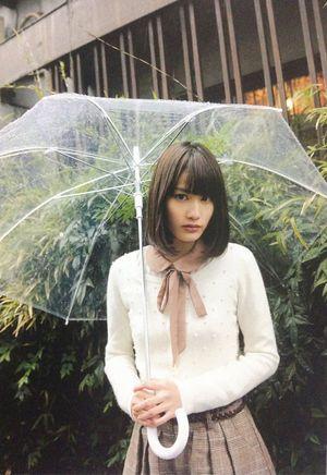 傘を持つ美少女。